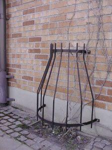 Stamskydd ACER väggskydd. Mått: höjd 850mm, bredd 710mm. Vikt 8kg Material (mm): lodrätt 10 x10, vågrätt 40 x 8