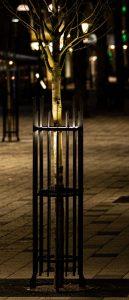 Stamskydd ETT, med LED-belysning. Mått: höjd 1750mm. Vikt 46kg Material (mm): lodrätt 30 x 6, vågrätt 40 x 8